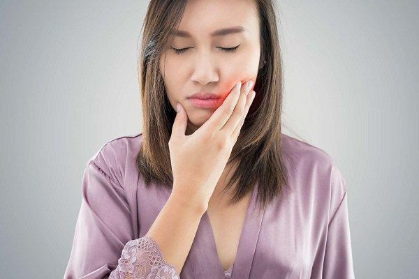 Tình trạng túi lợi viêm quá sâu mà không tiến hành nạo túi lợi dễ để lại các biến chứng