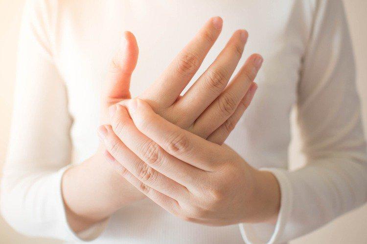 Ngón tay không duỗi được sau mổ bắt nẹp xương