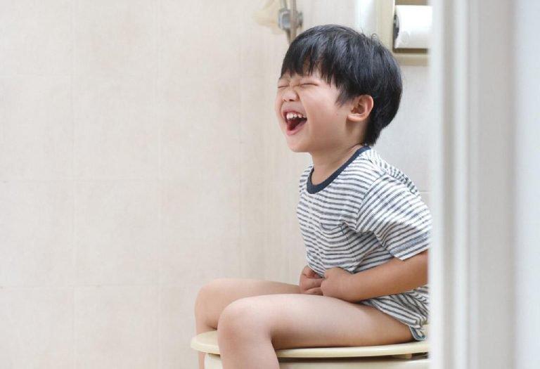 Mất cảm giác tiểu và đại tiện ở trẻ nhỏ thì phải làm sao?