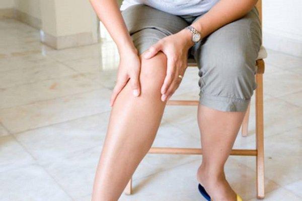 Đau ở một chân là một triệu chứng của huyết khối động mạch do xơ vữa