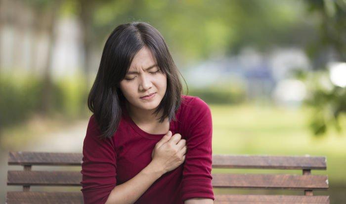 Cơn đau tim có thể xuất hiện tình trạng toát mồ hôi lạnh