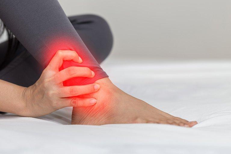 Tràn dịch và hút dịch khớp cổ chân