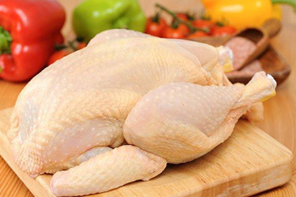 Nguyên liệu chính không thể thiếu để có món thịt gà nấu đông ngon là thịt gà ta tươi