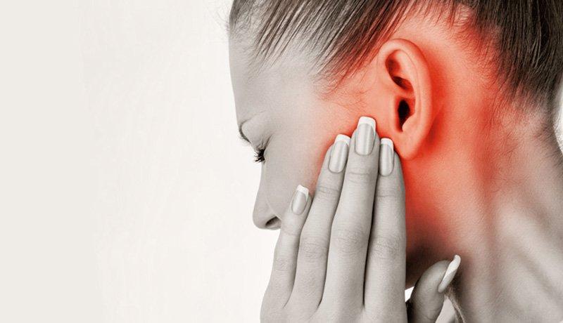 Cảm giác đầy trong tai có lẽ là triệu chứng phổ biến nhất của viêm vòi nhĩ