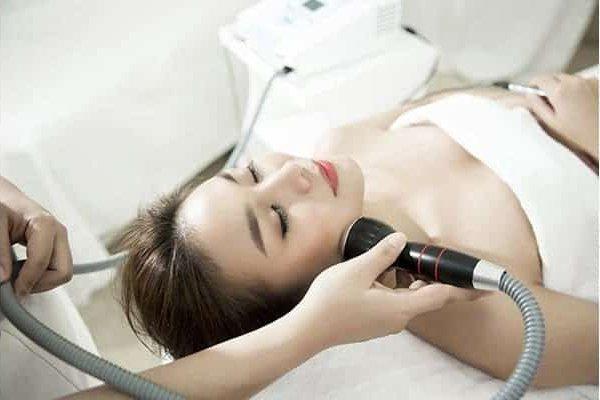 Trị mụn bằng công nghệ Nano Skin có làm da bắt nắng không