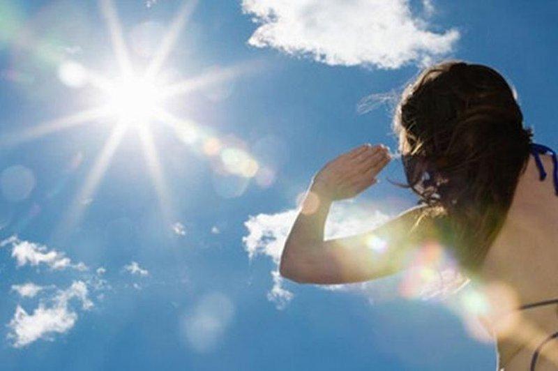 Ánh nắng mặt trời ảnh hưởng đến da như thế nào?