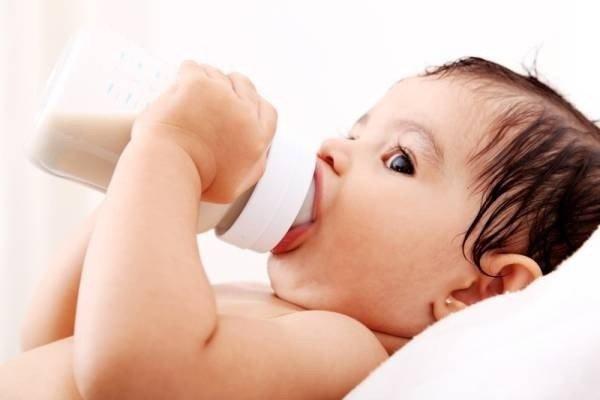 Có nên bổ sung sữa công thức cho trẻ 1 tuổi không?