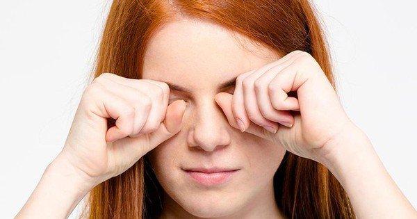Dụi mắt thường xuyên sẽ gây nhiều ảnh hưởng đến sức khỏe và thẩm mỹ của mắt