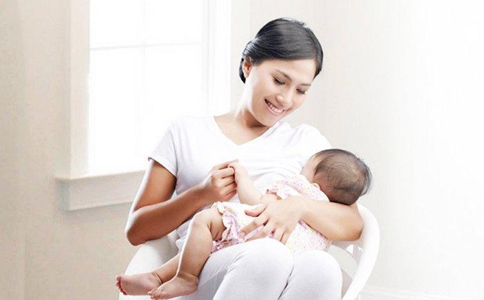 Trẻ 4 tháng tuổi lười bú