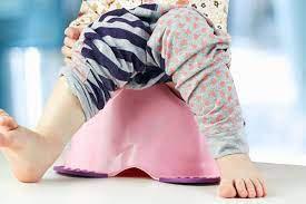 Phải làm gì khi trẻ bị đại tiện không tự chủ?