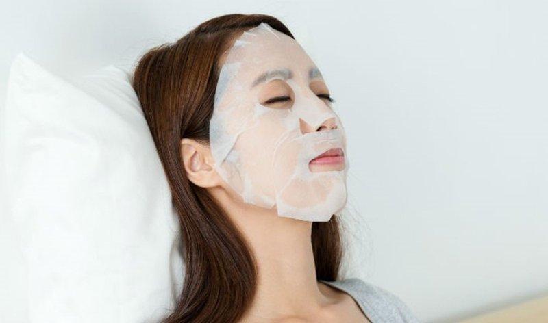 Da mụn có nên đắp mặt nạ giấy không?