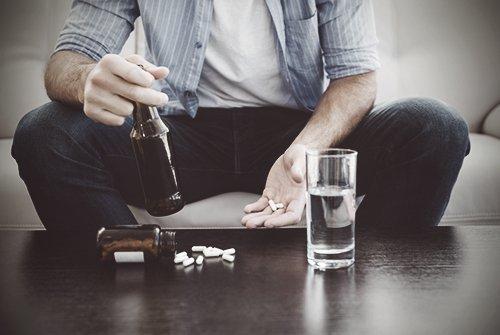 Uống chung statin và rượu có an toàn không?