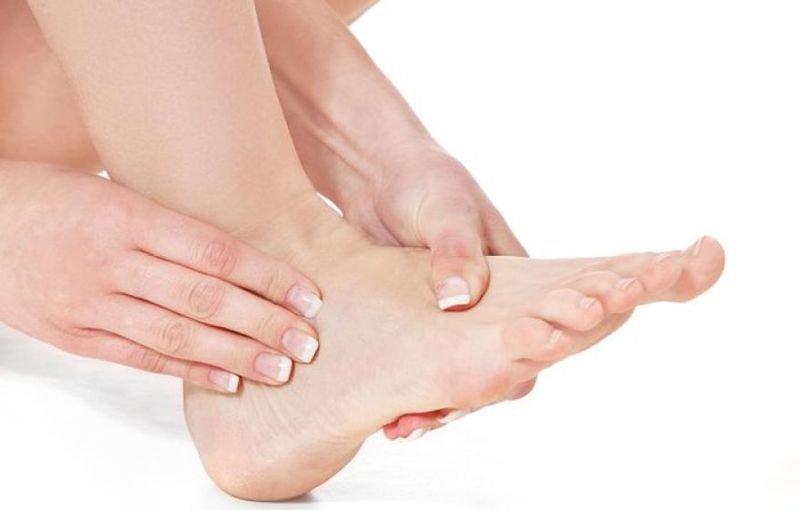 Nổi ban đỏ tím ở chân