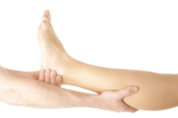 Tê bàn chân sau phẫu thuật cột sống là do đâu?