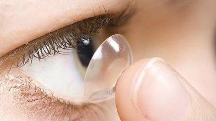 Cận, loạn thị có nên dùng kính áp tròng không?