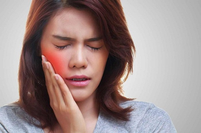 Đau ở hàm gần tai phải, nhức khi há miệng nên làm gì?
