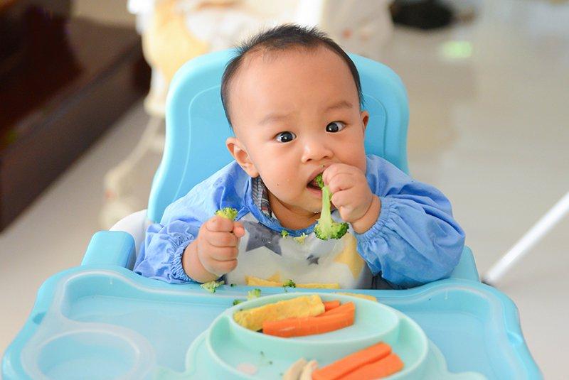 bé 6 tháng ăn trái cây gì