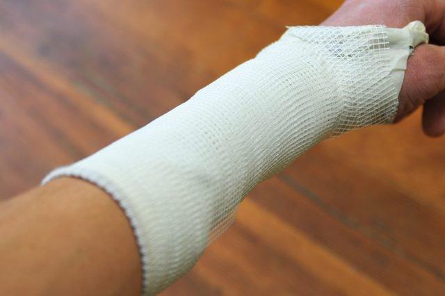 Vỡ xương ngón tay bao lâu thì lành?