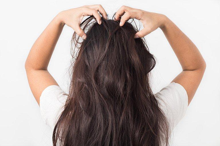 Cảm giác có côn trùng bò trên tóc là sao?