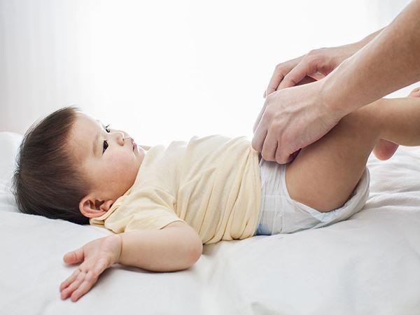 Điều trị dính âm môi bé ở bé gái như nào?