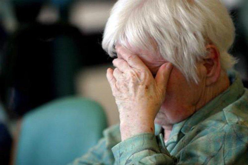 Nguyên nhân dẫn đến bệnh mất trí nhớ ở người già?