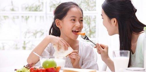 dinh dưỡng cho trẻ dậy thì sớm