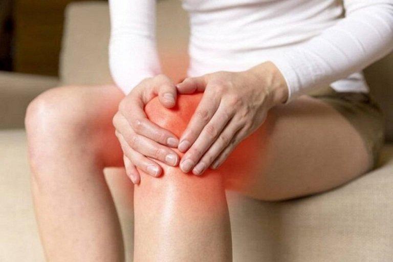 Nhức khớp gối sau va chạm là biểu hiện của bệnh gì?
