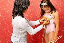 Bé gái 8 tuổi phát triển ngực có phải dấu hiệu của dậy thì sớm không?
