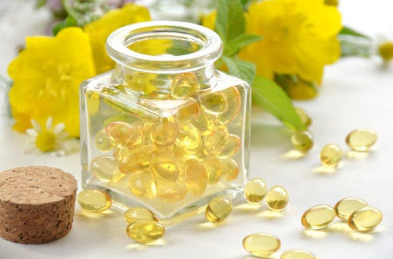 Đau bụng khi có kinh có dùng tinh dầu hoa anh thảo được không?
