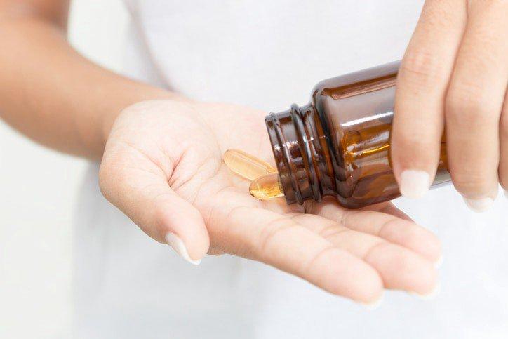 Người già uống vitamin E liều cao có sao không?