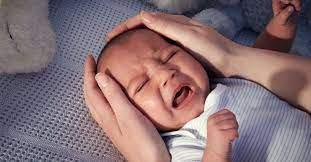 Trẻ sơ sinh ngủ không say giấc có sao không?