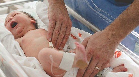 Điều trị tinh hoàn ẩn ở bé trai như thế nào?