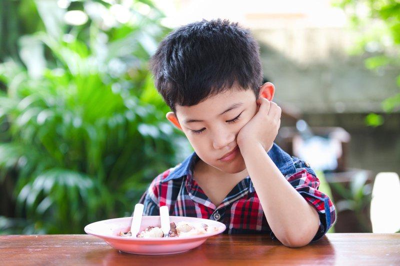 trẻ tự dưng biếng ăn