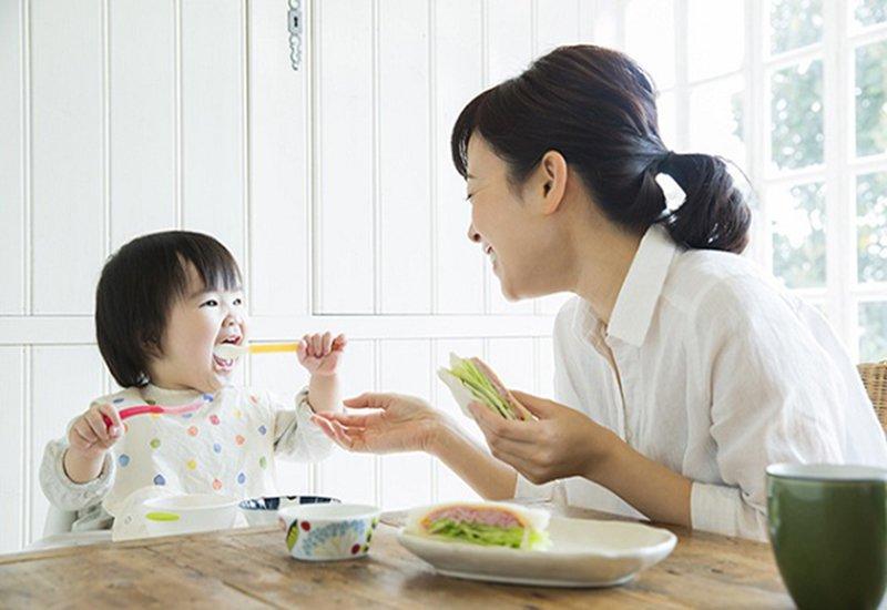 Trẻ 13 tháng biếng ăn do đâu