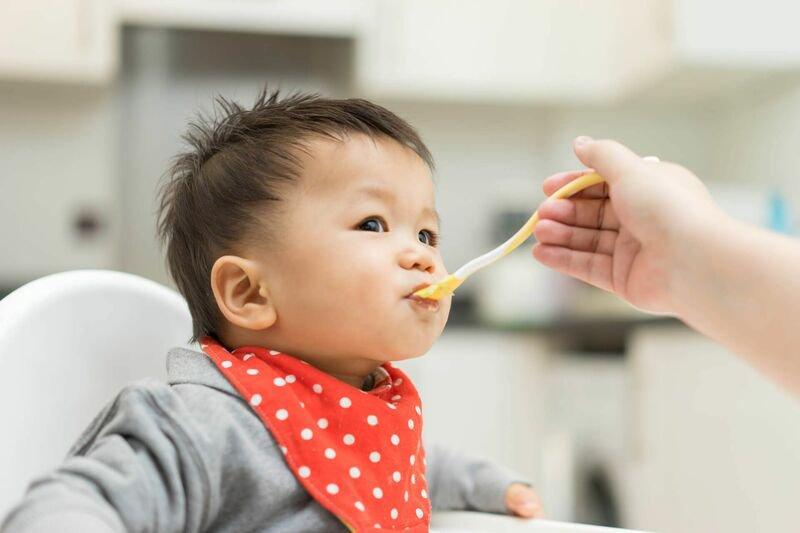 Có nên dùng dầu ăn cho bé ăn dặm?