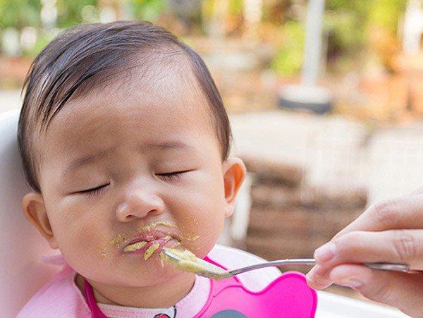 biếng ăn sinh lý ở trẻ 9 tháng tuổi