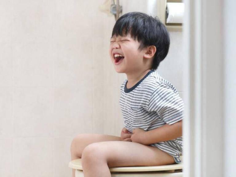 Trẻ 3 tuổi bị táo bón