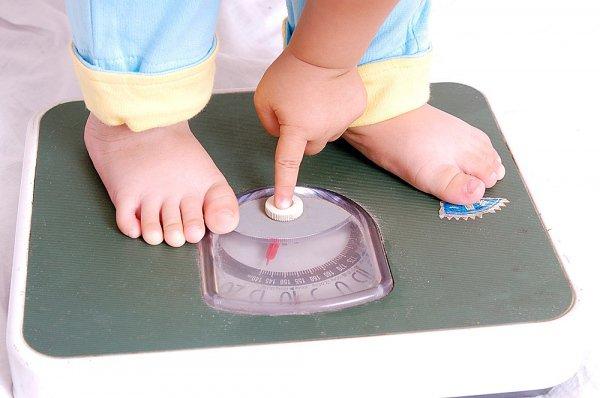 trẻ 10 tháng chậm tăng cân