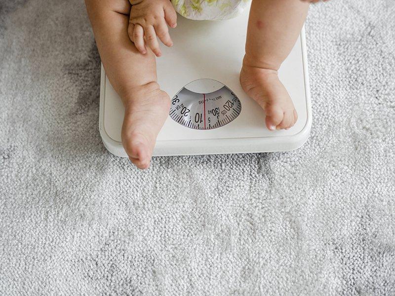 cân nặng trẻ 21 tháng