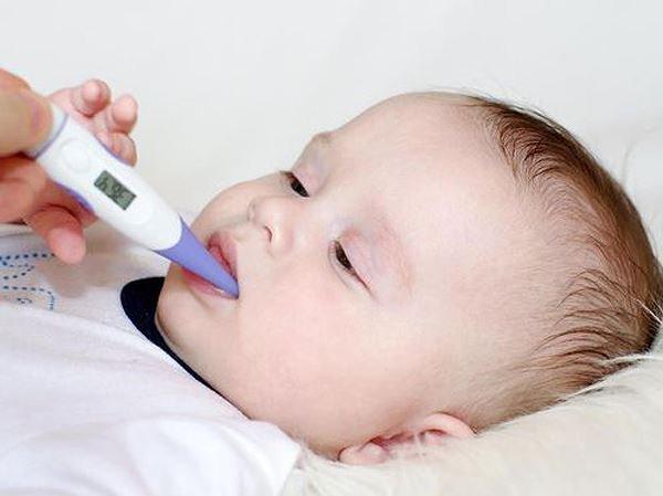 Trẻ bị tiêu chảy kèm sốt có nguy hiểm không?