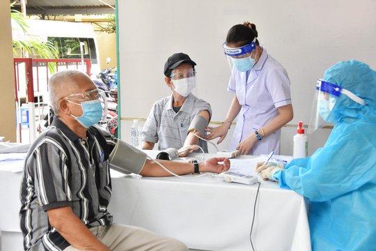 Tiêm vacxin cho người mắc bệnh phổi tắc nghẽn mãn tính