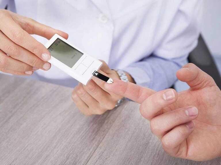 Người có tiền sử tiểu đường với chỉ số đường huyết là 7.2 đã ổn định chưa?