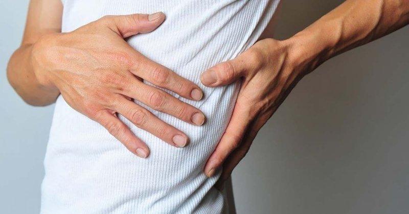 Tiểu ra máu kèm đau mạn sườn phải ở nam giới là do bệnh gì?