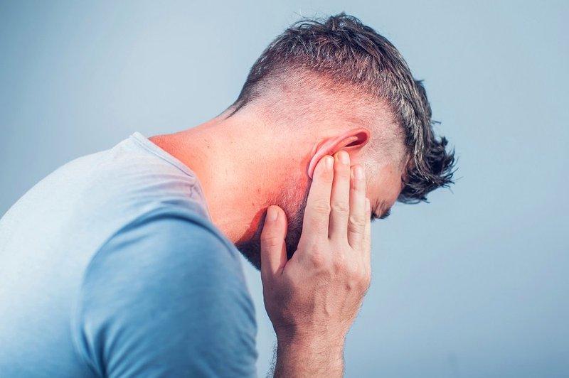Ù tai, nghẹt mũi kèm mờ mắt là dấu hiệu bệnh gì?