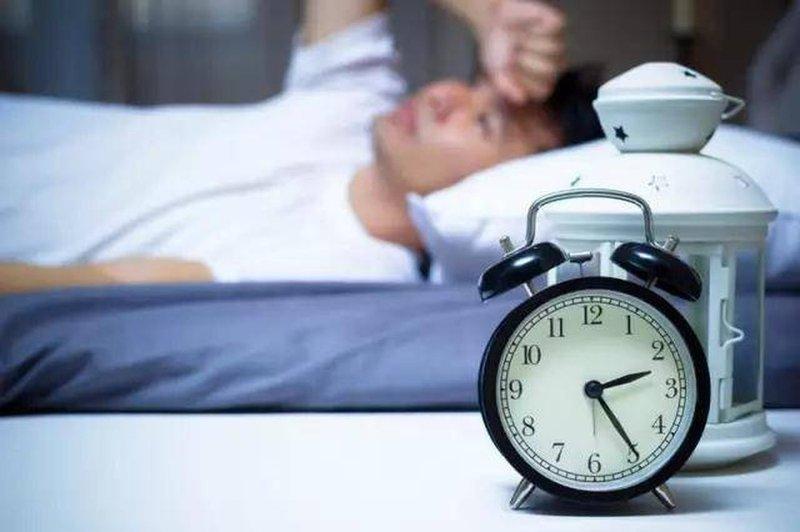 Thường xuyên mất ngủ, ngủ không sâu giấc phải làm sao?