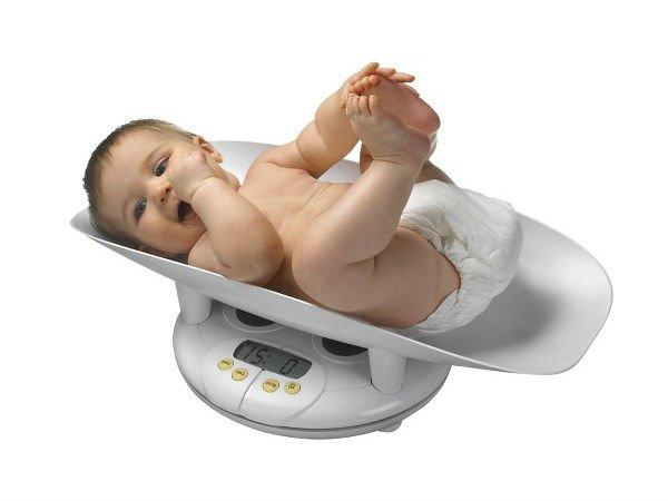 Trẻ 14 tháng tuổi chậm tăng cân phải làm sao?