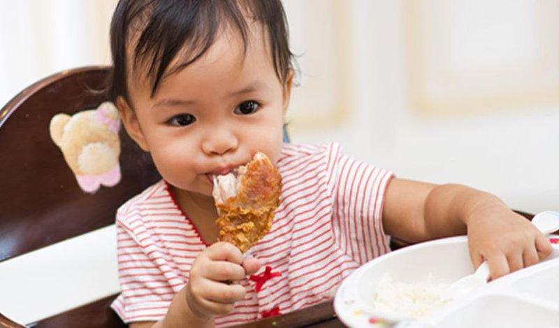 trẻ ăn nhiều thịt có tốt không