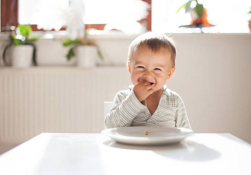 Trẻ 1 tuổi cần bao nhiêu canxi mỗi ngày?